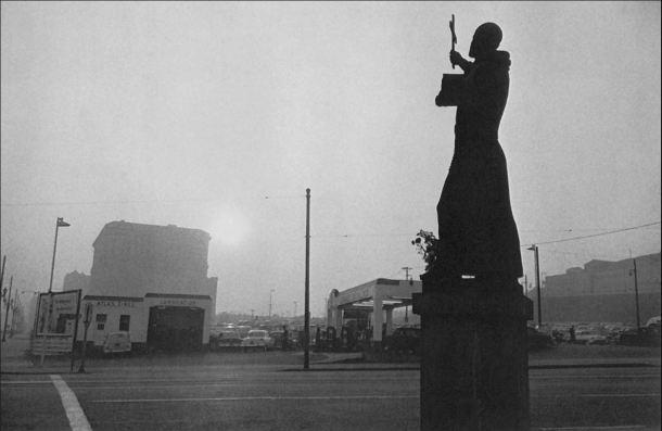 31 Robert Frank San Francisco, estación de servicio y ayuntamiento. Los Ángeles