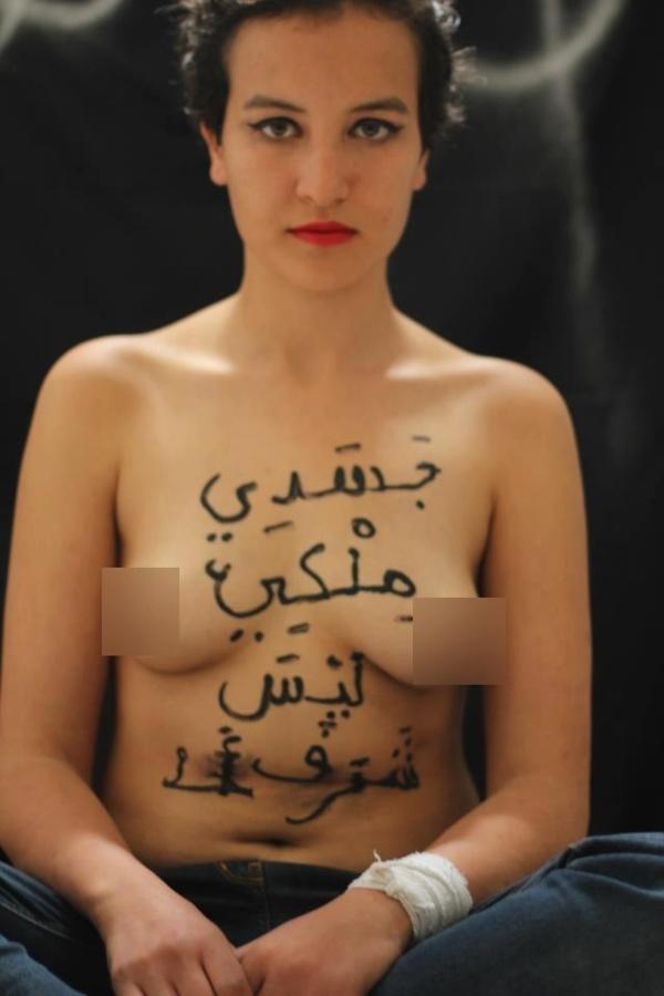 Amina nuda per le donne in Tunisia, predicatore: