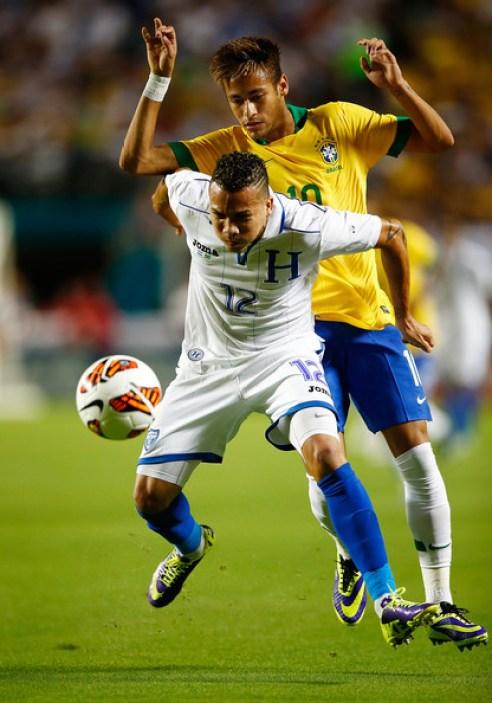 Neymar+Arnold+Peralta+Honduras+v+Brazil+YNHvZ-y_Mbgl