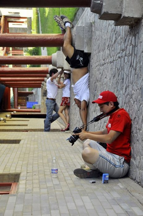 forced-perspective-creative-angle-photography-31-570cebb3cf37b_605