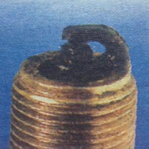Черно маслено зацапване Наличие на масло в горната част на цилиндрите.