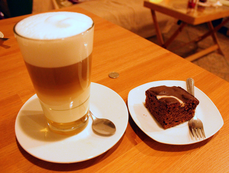 Pierniki cake and coffee from Cafe Hanza