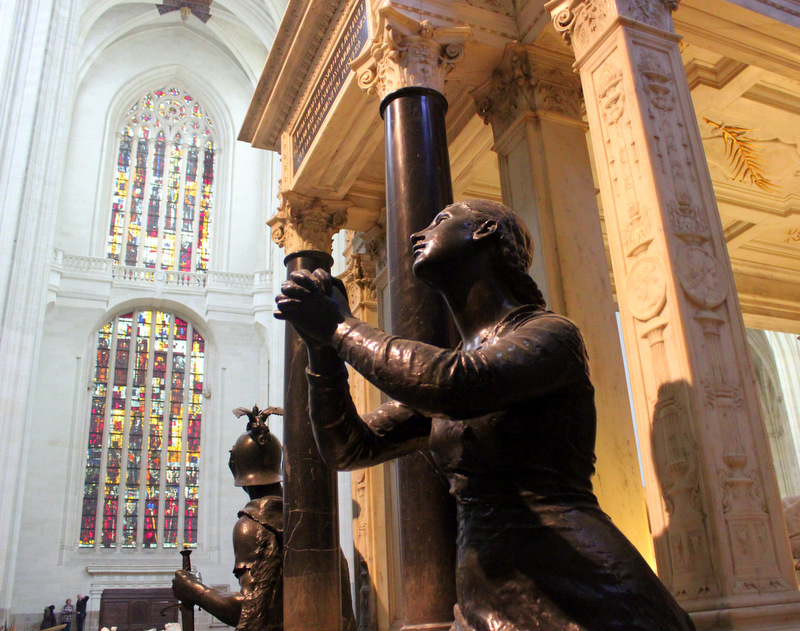 Nantes-Cathedral-Statue