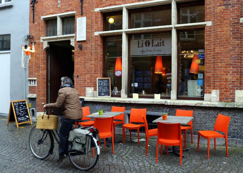 Li O Lait coffee shop in Bruges
