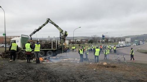 blocage-camion-Sens-1-845x475.jpg