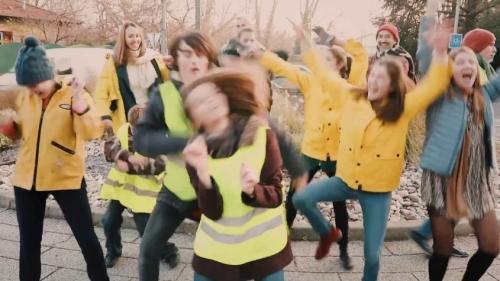 attention-les-gentils-et-les-m-chants-en-gilet-jaune-font-un-carton-cBiHJxGxz1g-845x475.jpg