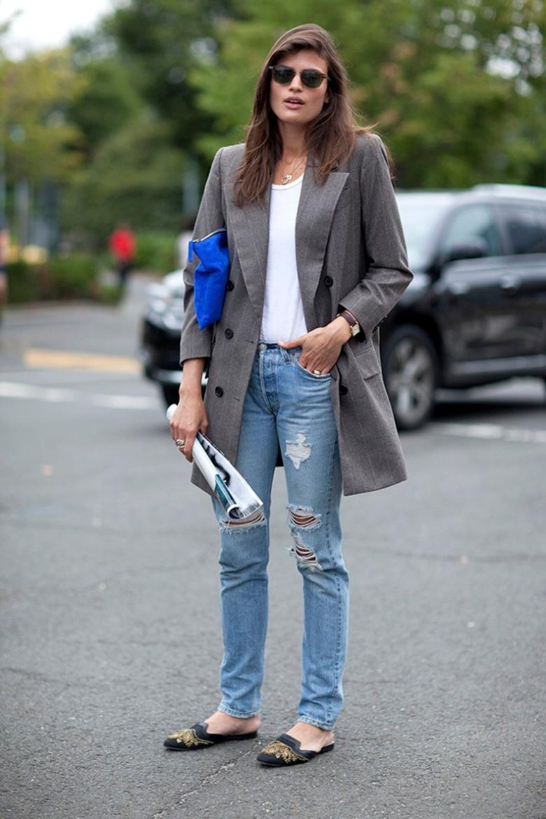 le-fashion-blog-street-style-90s-inspired-casual-grey-boyfriend-blazer-ripped-jeans-embellished-slippers-milan-fashion-week