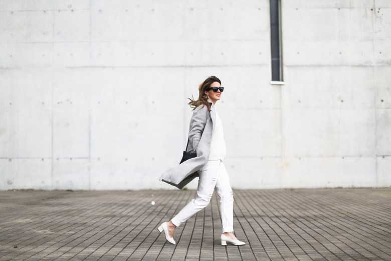 clochet_streetstyle_wool_long_grey_coat_zara_white_leather_granny_shoes-4