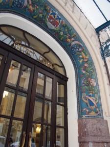 ホテルパリ玄関