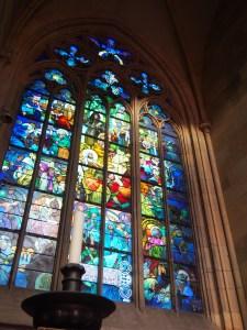 ここの見どころは、ミュシャのステンドグラス。ほかのとは別格の意匠。
