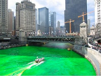 День Святого Патрика - в Чикаго красят реку в зеленый цвет