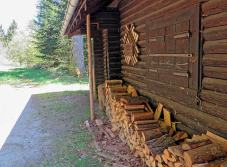 Holz für die Grillstelle