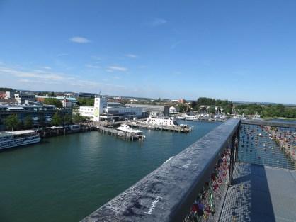 Blick vom Aussichtsturm auf den Hafen.