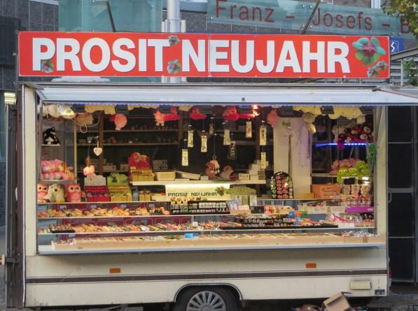 Neujahrssouveniers am Franz-Josef-Bahnhof
