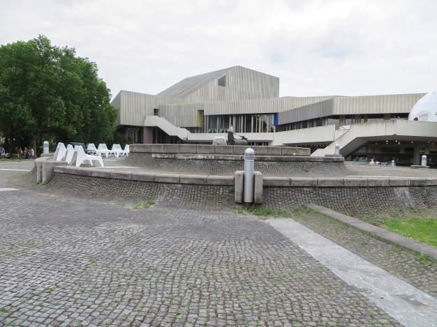 Blick auf das Badische Stattstheater in Karlsruhe.