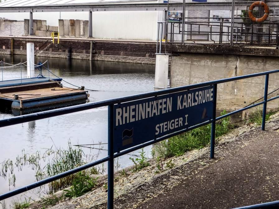 """Genau heißts """"Rheinhäfen"""", weil zum Geschäftsbereich mehrere Häfen gehören."""