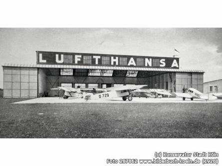 """Flugzeughalle der Lufthansa Der Flughafen Buitzweilerhof , das """"Luftkreuz des Westens"""" war in der Vorkriegszeit einer der größten Verkehrsflughäfen Deutschlands, der größte in Westdeutschland."""
