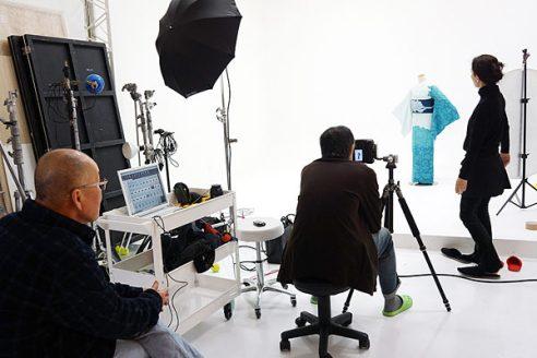 BOYS着物撮影の1階スタジオでは、トルソーでの撮影。
