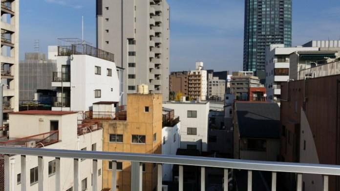 J'ai découvert juste avant de partir qu'il y a une terrasse sympathique sur le toit...