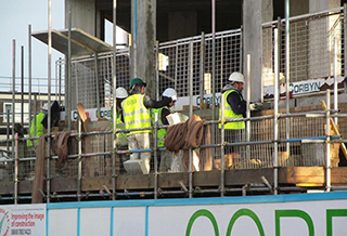 5a56812434352_Construction_workers_320x218