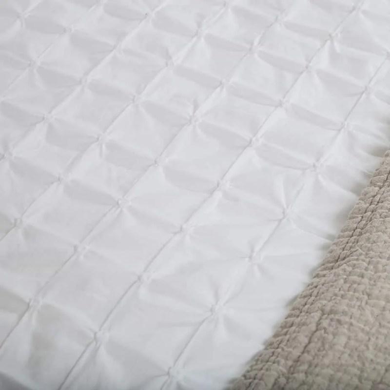Beverly-vandeweerd-bedtextiel-dekbed-white