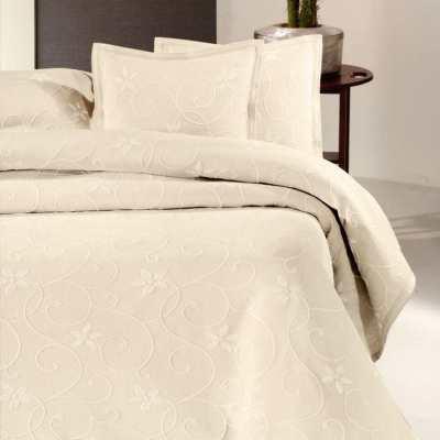 luxe sprei met bloemen, klassieke stijl op lits-jumeaux bed