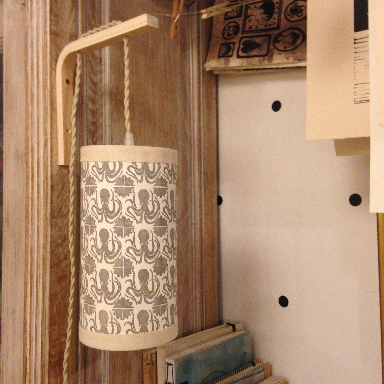 LinoLino | Linogravure et créations à partir d'impressions artisanales | Chambéry, France | Lampe suspension abat jour applique poules azulejos linogravure tampons