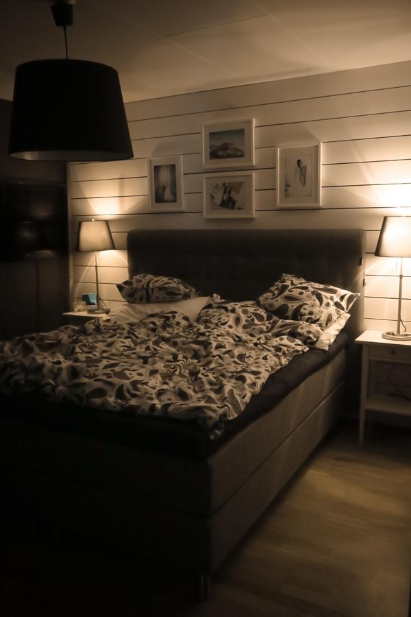 Nya sängen och sängborden på plats - bara lite nytt som ska inhandlas osv.
