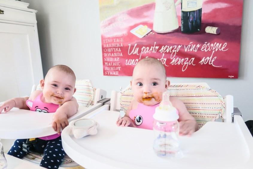 2 mat glada tjejer