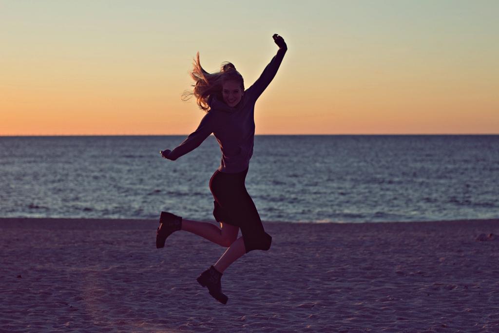 Sylt Video, Sylt, Travel, Traveldiary, Insel, Westerland, Strand, jump, sunset, Sonnenuntergang, Sonnenuntergang am Strand, Mädchen, Blogger