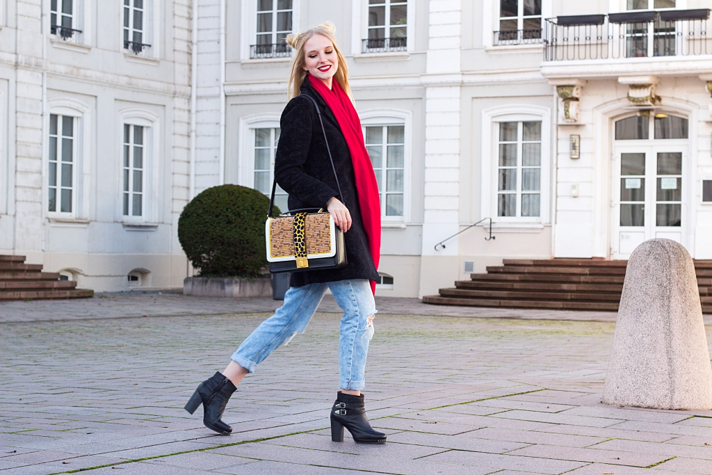 Desigual, Mantel, Desigual Mantel, Boyfriend Jeans, Booties, roter Schal, MCM Tasche, MCM, Herbstoutfit, Blogger, Outfit, Outfitinspiration, Herbstlook