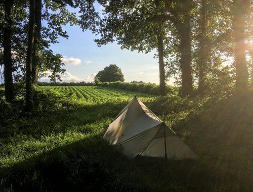 Tente tarp bivouac sur le chemin de St jacques de Compostelle
