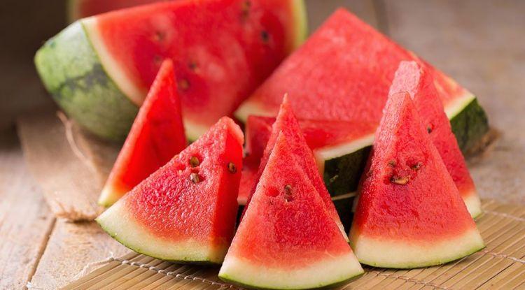 manfaat buah semangka untuk darah rendah