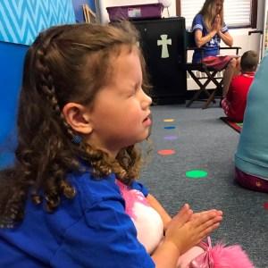 girl praying - girl-praying