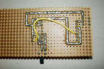 ESP8266 programozó panel alsó oldala, sajnos kellet egy vezetéket is beépíteni