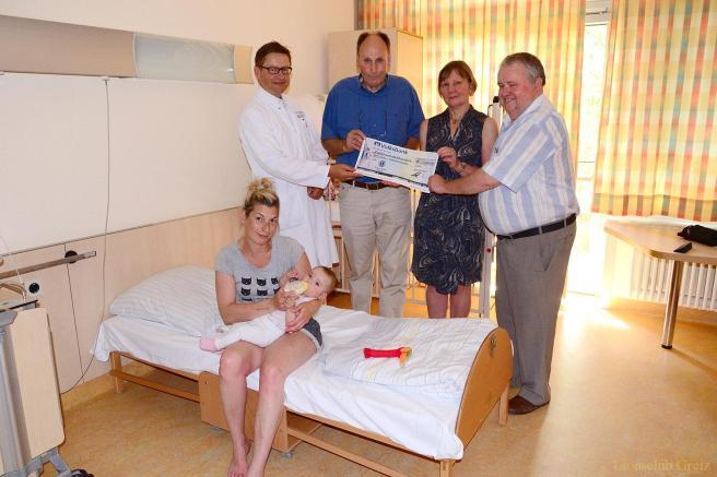 Lions Club Greiz: Übergabe von Elternbetten an Kinderklinik