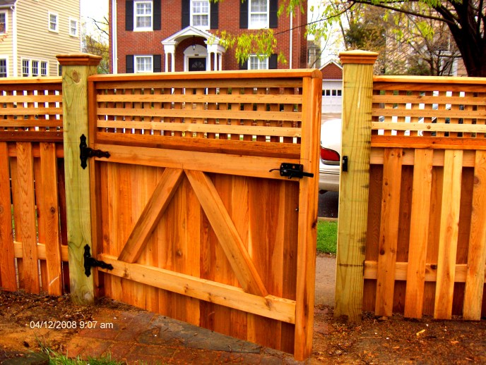 Cedar gate with square lattice topper