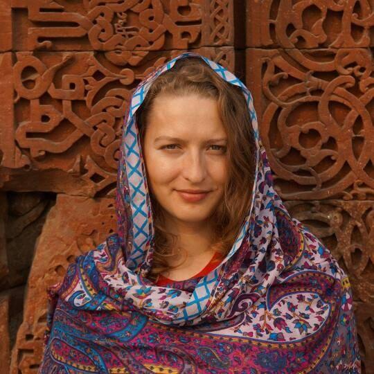 Narcisa Suruianu Travel girls