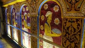O dimineata la Templul Dintelui din Kandy