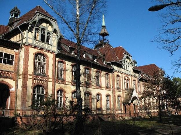 800px-Beelitz_Heilstaetten_Waschkueche  703px-Beelitz_Heilstaetten_Pavillon_B_IV  800px-Beelitz_Heilstaetten_Pavillon_B_II