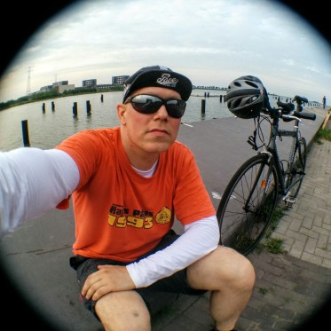 Kerékpár és lipilee vízparton; ár 25000 EUR