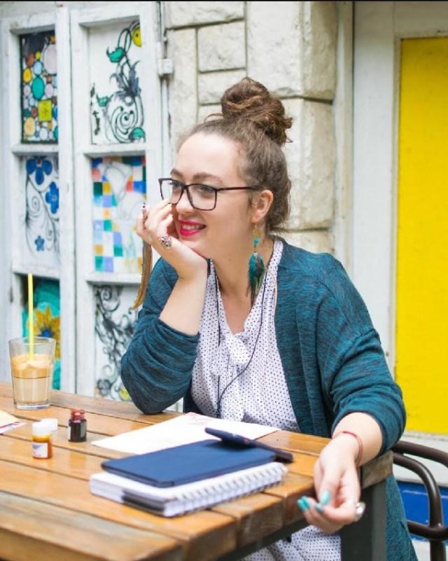 ANA MARKOV- Devojka koja obožava da priča priče