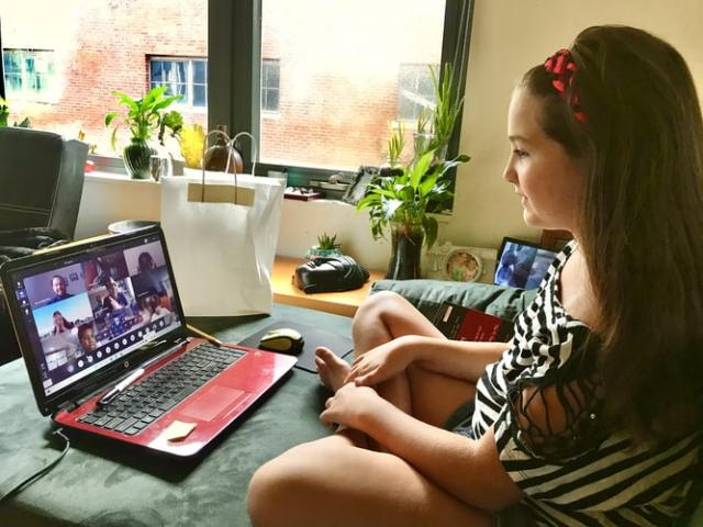 Da li znate s kim se vaše dete dopisuje na internetu?