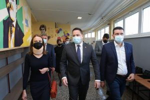 Ministar prosvete posetio Smederevsku Palanku: Besplatni internet za škole u 30 opoština