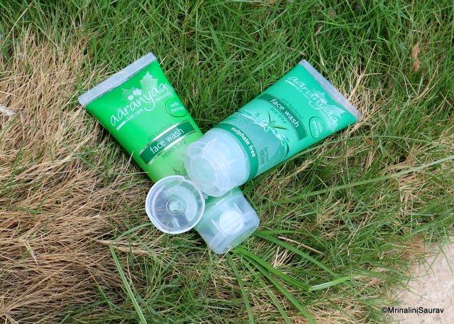Aaranyaa Neem Tulsi Face Wash Tea Tree Face Wash Packaging