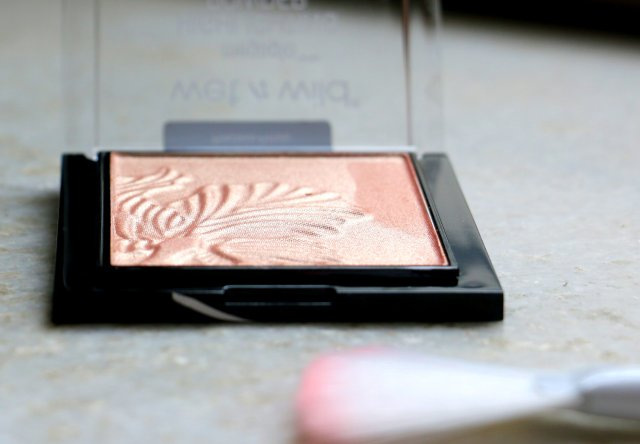 Wet n Wild Mega Glo Highlighting Powder - Precious Petals | Review and Swatches