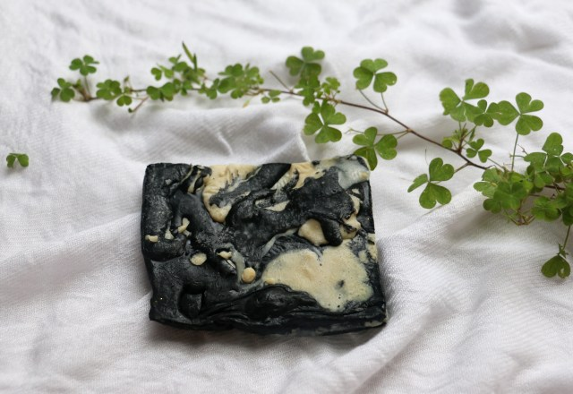 Baniithanii Bath and Body Products | Review Activated Charcoal Bathing Bar