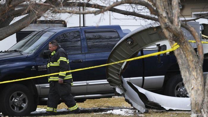 Terluka 2 Orang Gara-gara Puing Mesin Boeing 747 Jatuh dari Udara