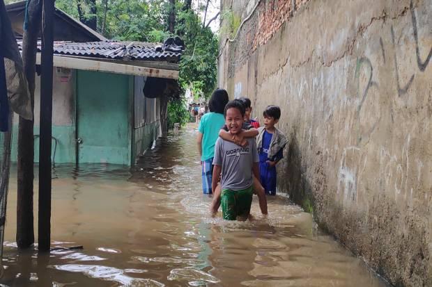 Relawan FPI Sempat Dihalau Polisi saat Hendak Bagikan Bantuan Banjir di Jakarta