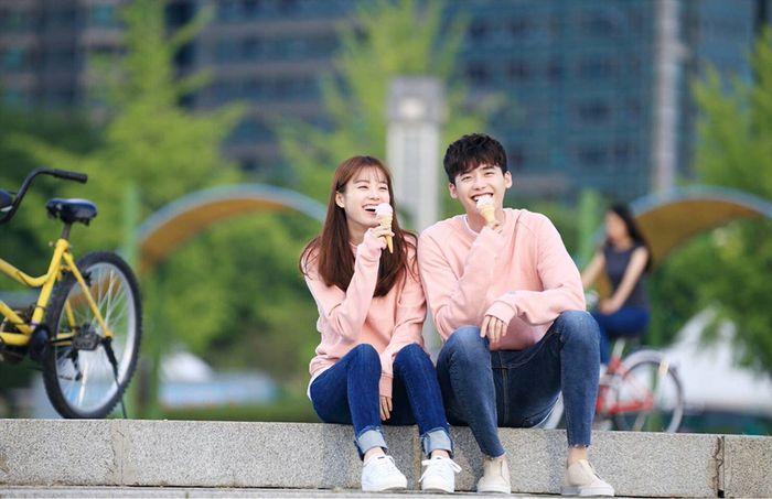 Contek 5 Cara Merayakan Anniversary ala Drama Korea Yuk! Romantis! - Semua Halaman - CewekBanget